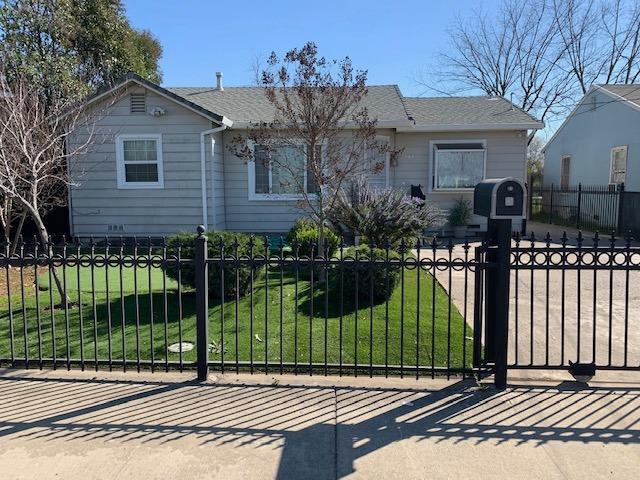 1812 Iris Ave, Sacramento, CA 95815 (MLS #19016439) :: The Merlino Home Team