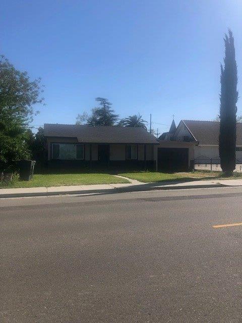 1528 D Street, Livingston, CA 95334 (MLS #19022873) :: The MacDonald Group at PMZ Real Estate