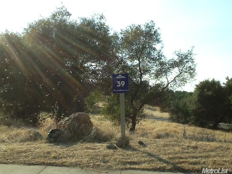 239-39 Capetanios Drive - Photo 1