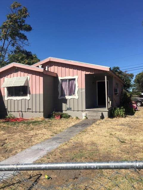 2401 SE Phelps Street, Stockton, CA 95206 (MLS #20036624) :: The Merlino Home Team