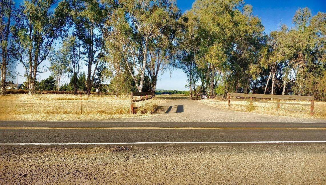 410 Hewitt Road - Photo 1