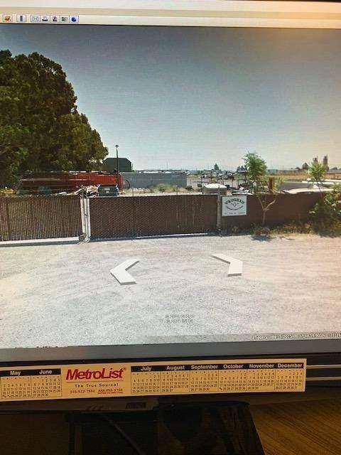 1880 Park Street, Lathrop, CA 95330 (MLS #221016073) :: Heather Barrios