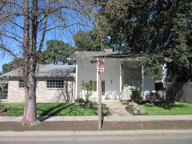 9301 Davis Road, Stockton, CA 95209 (#221057977) :: Rapisarda Real Estate