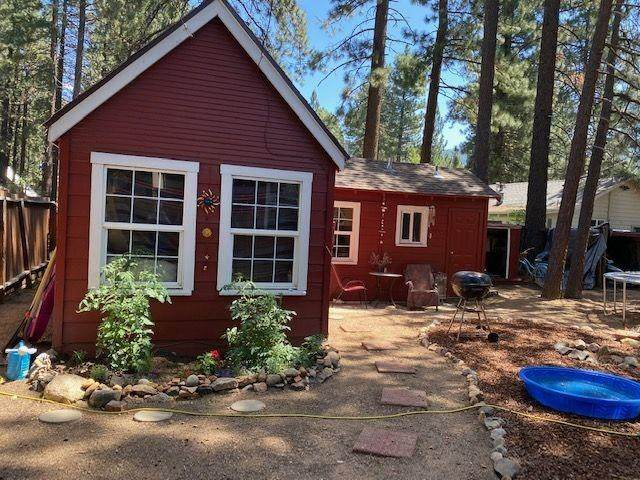 1129 Martin Avenue, South Lake Tahoe, CA 96150 (MLS #221105352) :: Heather Barrios