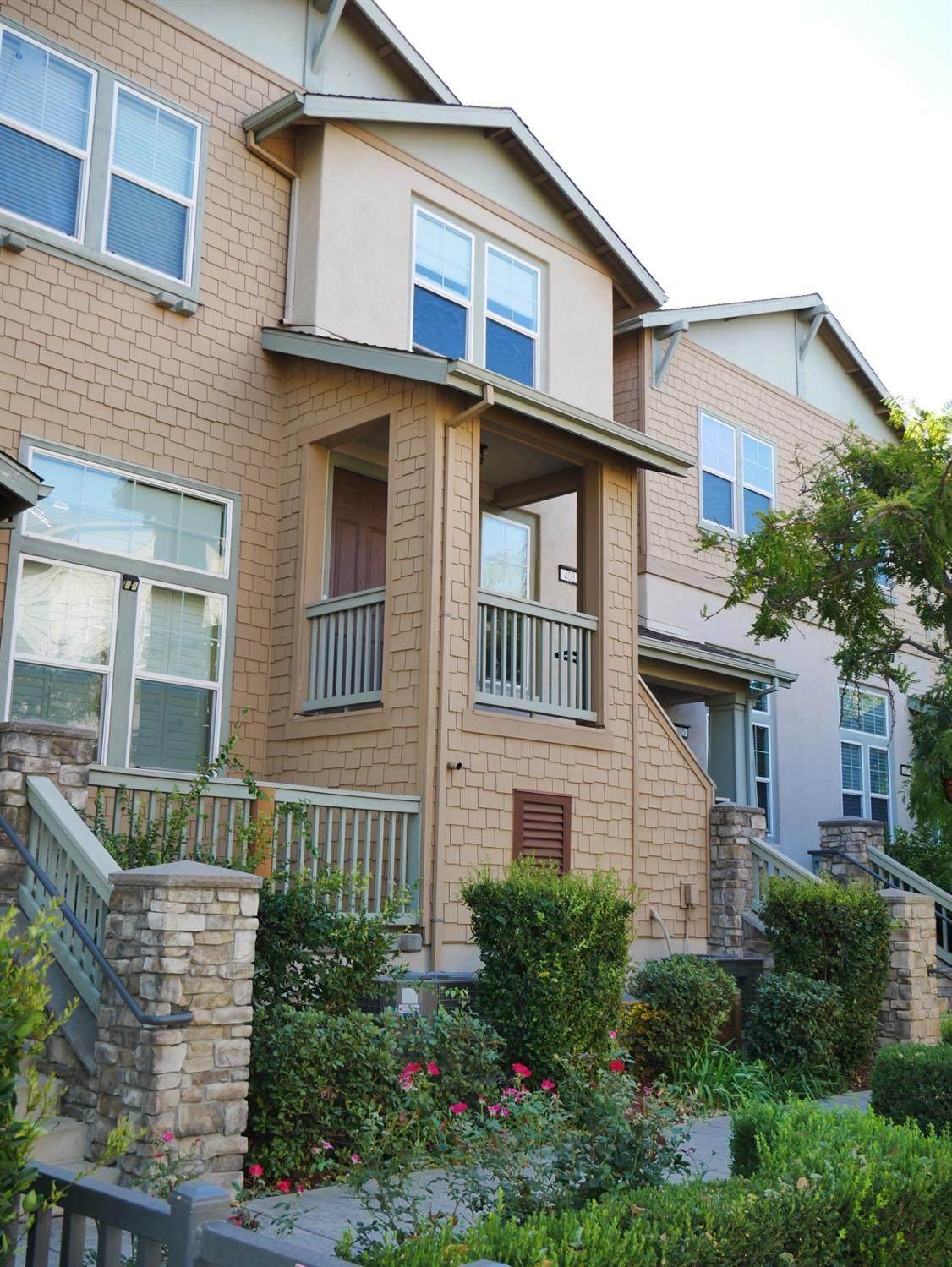 403 Washington Sq - Photo 1