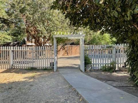 6124 Van Alstine Avenue, Carmichael, CA 95608 (MLS #221133292) :: 3 Step Realty Group