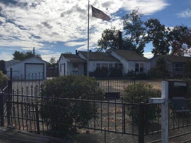 1819 E F, Oakdale, CA 95361 (MLS #221136589) :: Heather Barrios