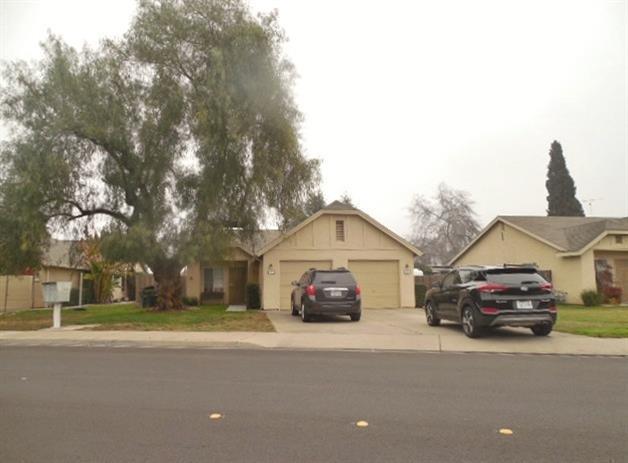 19 N Lee Avenue, Oakdale, CA 95361 (MLS #18002577) :: The Del Real Group