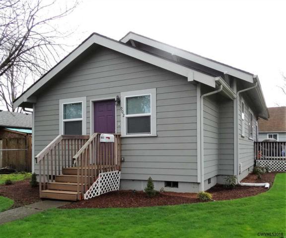902 Pine St NE, Salem, OR 97301 (MLS #729391) :: HomeSmart Realty Group