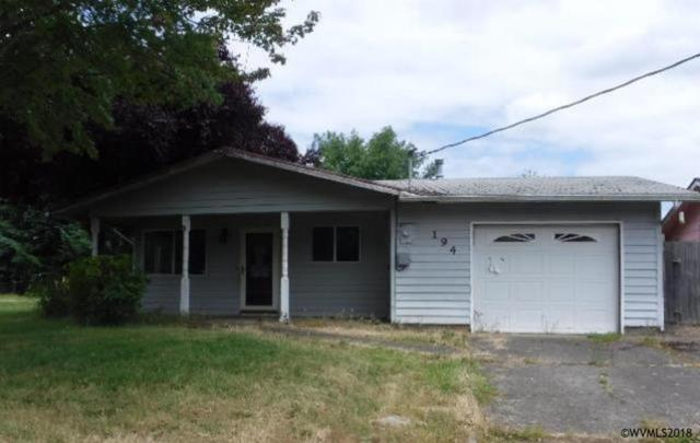 194 SW Cherry St, Dallas, OR 97338 (MLS #735195) :: HomeSmart Realty Group