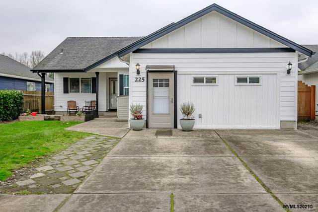 225 Independence Wy, Independence, OR 97351 (MLS #772775) :: The Beem Team LLC