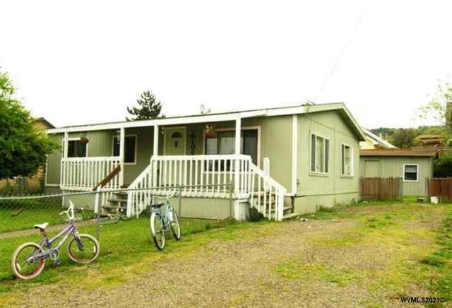 1022 Oak St, Brownsville, OR 97327 (MLS #772796) :: Sue Long Realty Group