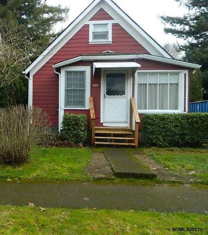 960 15TH St NE, Salem, OR 97301 (MLS #773136) :: Sue Long Realty Group