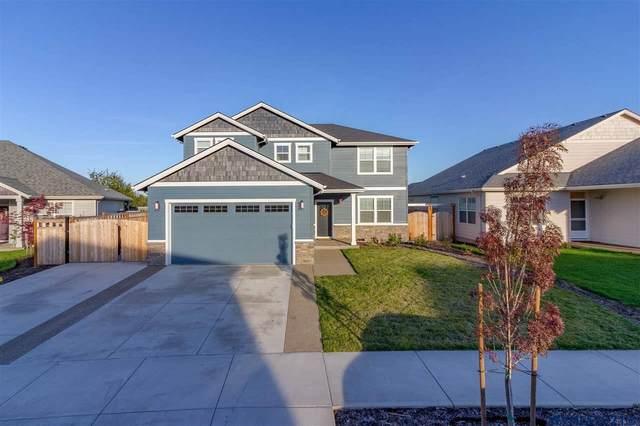 748 SE Fowler St, Dallas, OR 97338 (MLS #784633) :: Premiere Property Group LLC
