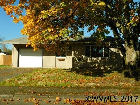 625 Locust St, Aumsville, OR 97325 (MLS #726220) :: HomeSmart Realty Group