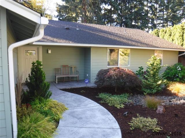 6181 13th Av SE, Salem, OR 97306 (MLS #740653) :: Five Doors Network