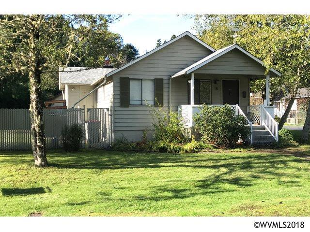 596 N Larch St, Cannon Beach, OR 97110 (MLS #741923) :: The Beem Team - Keller Williams Realty Mid-Willamette