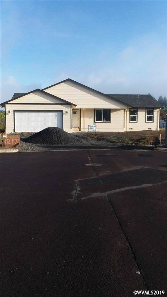 1217 Cessna Ct, Sweet Home, OR 97386 (MLS #756459) :: Gregory Home Team