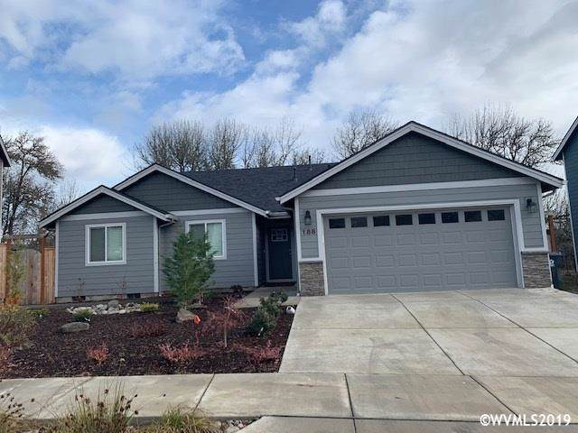 188 NW Beaver Ct, Dallas, OR 97338 (MLS #757766) :: Gregory Home Team