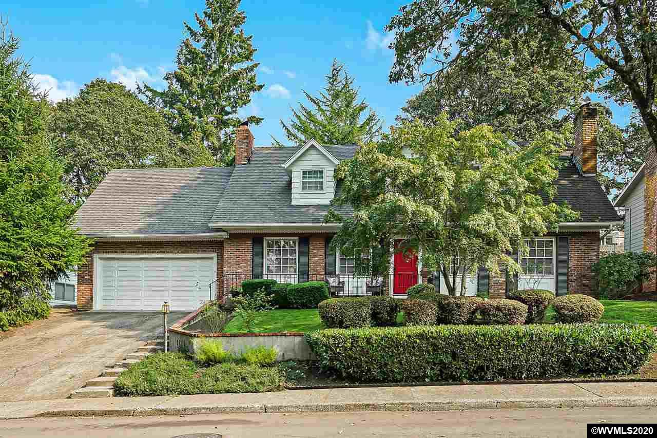 2790 Holiday Dr - Photo 1