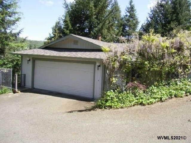512 SE Colorado St, Roseburg, OR 97470 (MLS #774963) :: Sue Long Realty Group