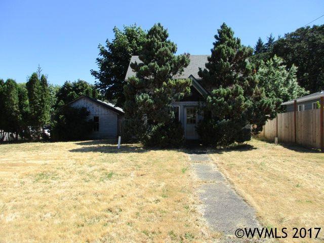 817 S Water St, Silverton, OR 97381 (MLS #721197) :: HomeSmart Realty Group