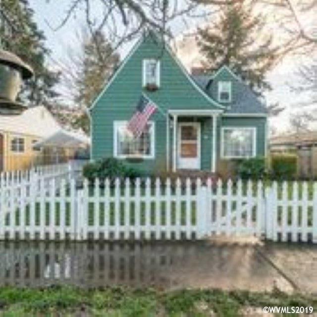920 Jefferson St NE, Salem, OR 97301 (MLS #744921) :: HomeSmart Realty Group