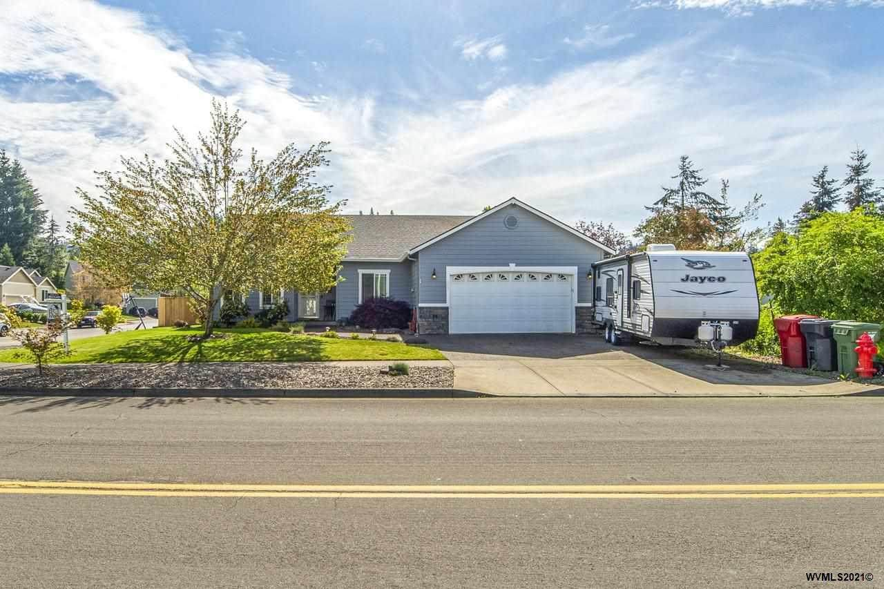 302 Pioneer Dr - Photo 1