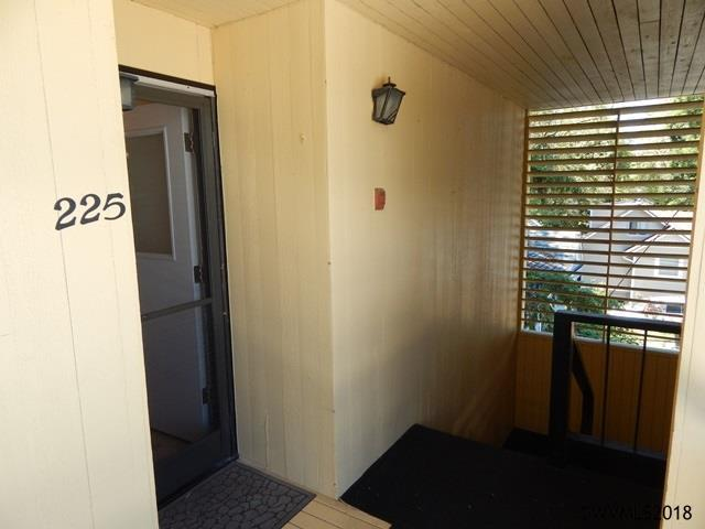 225 24th St SE, Salem, OR 97301 (MLS #741226) :: HomeSmart Realty Group
