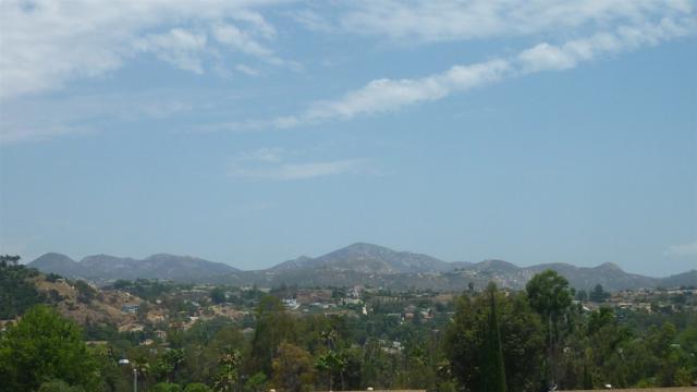 14057 Hermosillo Way, Poway, CA 92064 (#170037797) :: Coldwell Banker Residential Brokerage