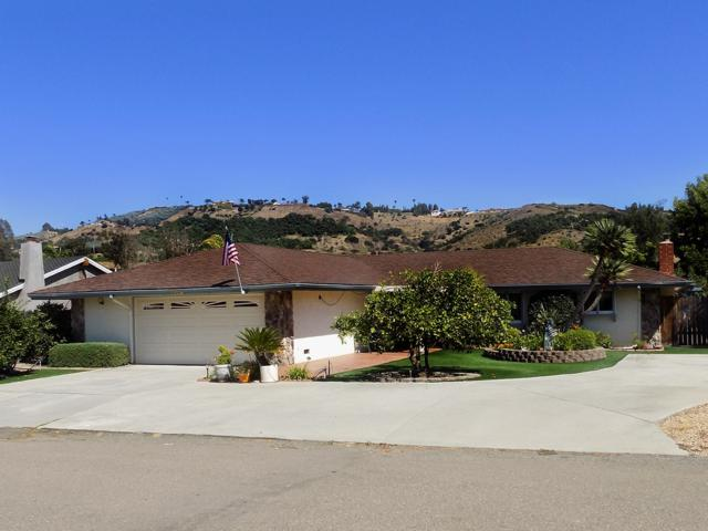 3587 Oak Cliff Dr, Fallbrook, CA 92028 (#170038400) :: Coldwell Banker Residential Brokerage