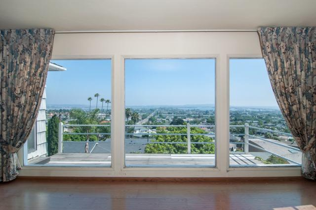 1547 Loring St, San Diego, CA 92109 (#170043212) :: Whissel Realty