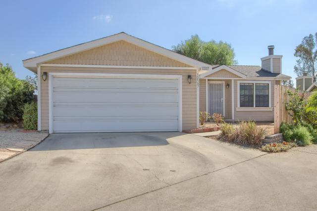 12507 Jackson Heights Drive, El Cajon, CA 92021 (#170048913) :: Teles Properties - Ruth Pugh Group
