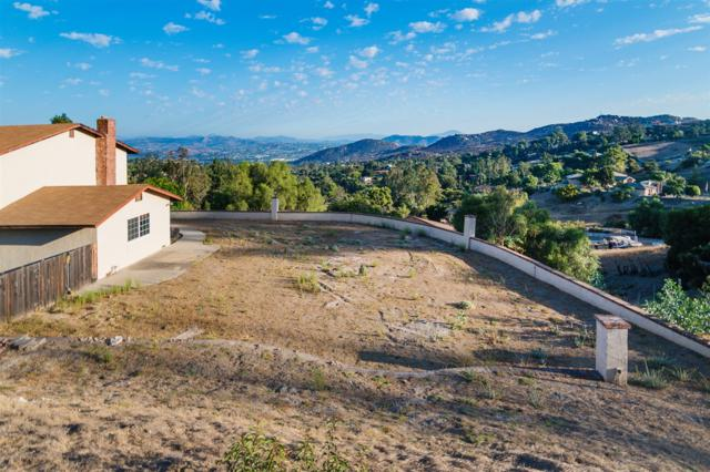 11464 Crazy Horse Drive, Lakeside, CA 92040 (#170049023) :: Whissel Realty