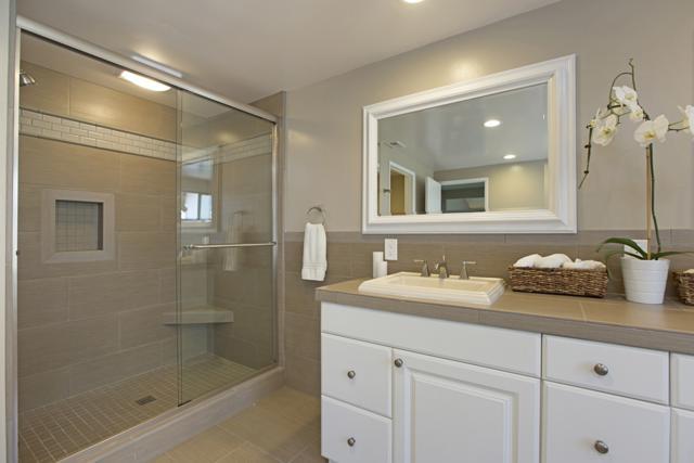 7110 El Fuerte, Carlsbad, CA 92009 (#170049241) :: Carrington Real Estate Services