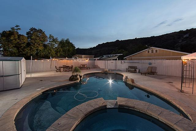 9280 Los Coches Rd, Lakeside, CA 92040 (#170059308) :: Whissel Realty