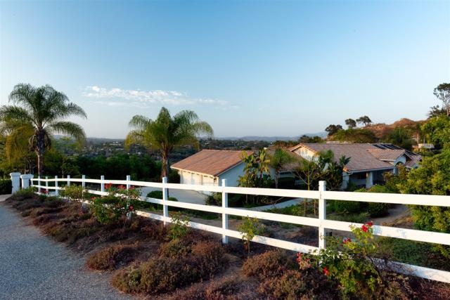 2449 Trails End, Fallbrook, CA 92028 (#180003187) :: Coldwell Banker Residential Brokerage
