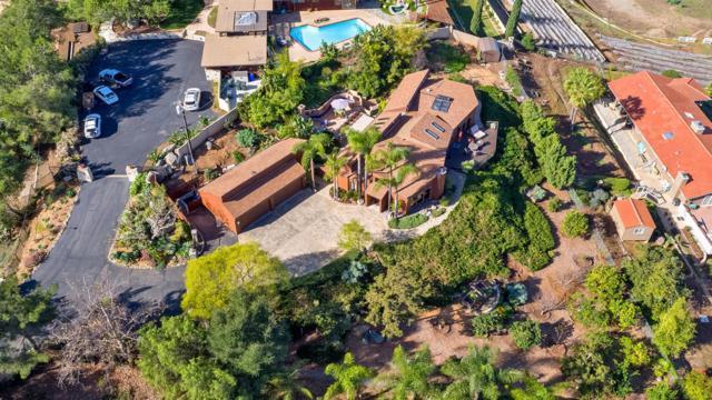 1230 Via Del Cerro, Vista, CA 92084 (#180003288) :: Coldwell Banker Residential Brokerage