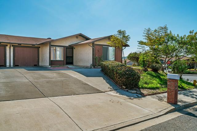 1780 Round Tree, Oceanside, CA 92056 (#180007394) :: Whissel Realty
