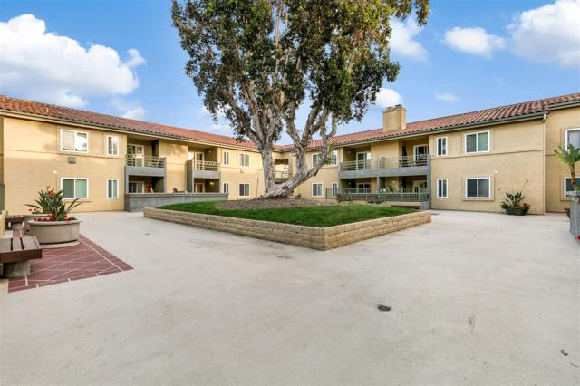 7405 Charmant Dr #2417, San Diego, CA 92122 (#180008932) :: Whissel Realty