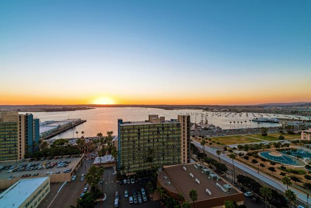 1325 Pacific Hwy #1802, San Diego, CA 92101 (#180014110) :: The Yarbrough Group