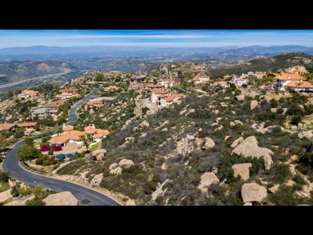 0 Meadowglen Way #25, Escondido, CA 92026 (#180018641) :: Beachside Realty