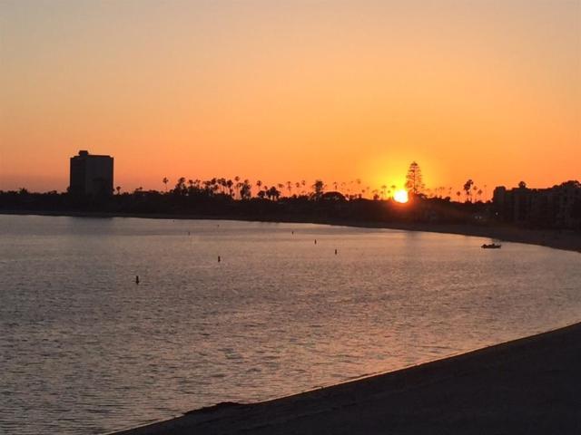 3916 Riviera Drive #101, San Diego, CA 92109 (#180027661) :: Ghio Panissidi & Associates