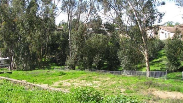 3335 Laurashawn Lane #29, Escondido, CA 92026 (#180037632) :: The Yarbrough Group