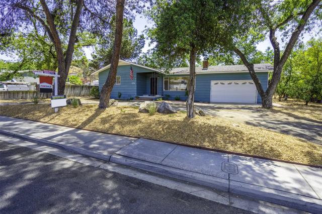 8756 Los Coches Rd, Lakeside, CA 92040 (#180040451) :: The Yarbrough Group