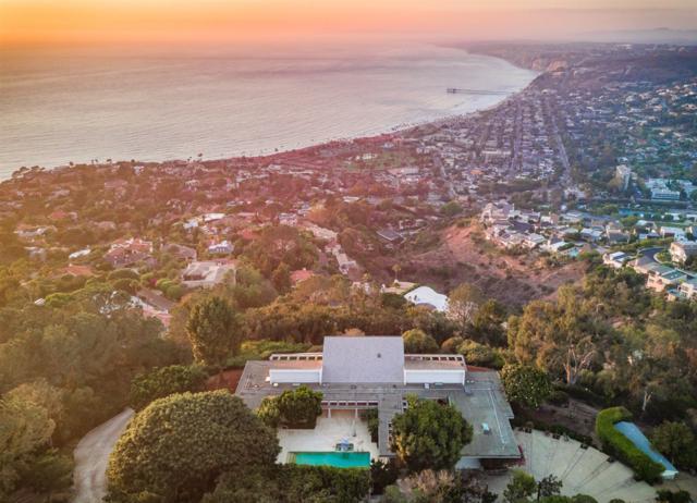 7404 Hillside Drive, La Jolla, CA 92037 (#180041999) :: Farland Realty