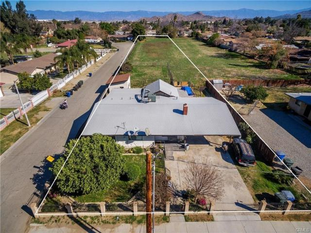 4295 Strong St, Riverside, CA 92501 (#180042020) :: Keller Williams - Triolo Realty Group