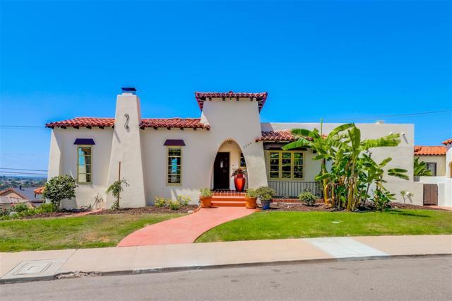 2704 Poinsettia Dr, San Diego, CA 92106 (#180051489) :: The Yarbrough Group