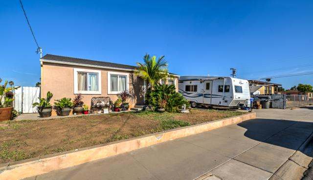1329 S Lanoitan Ave, National City, CA 91950 (#180055184) :: The Yarbrough Group