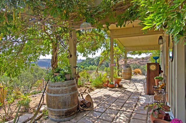11236 Calle Oro Verde, Valley Center, CA 92082 (#180057313) :: Coldwell Banker Residential Brokerage